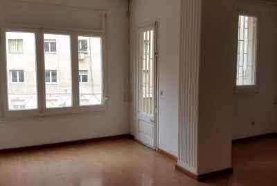 Квартира с ремонтом возле Sagrada Familia
